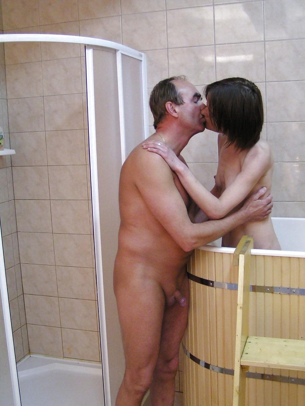 порно в бане отец и дочь