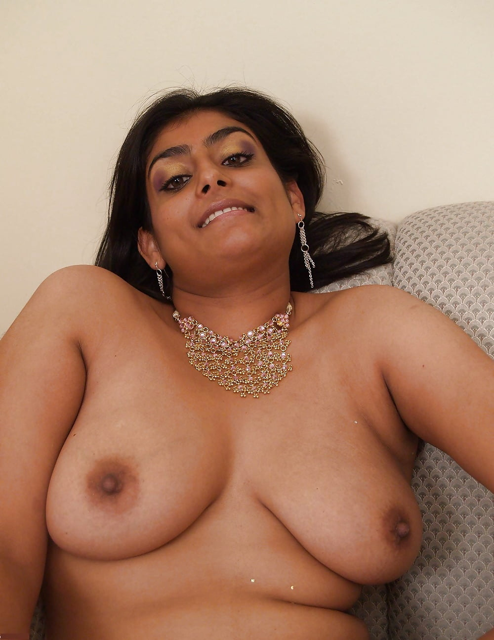 meena-naked-picture