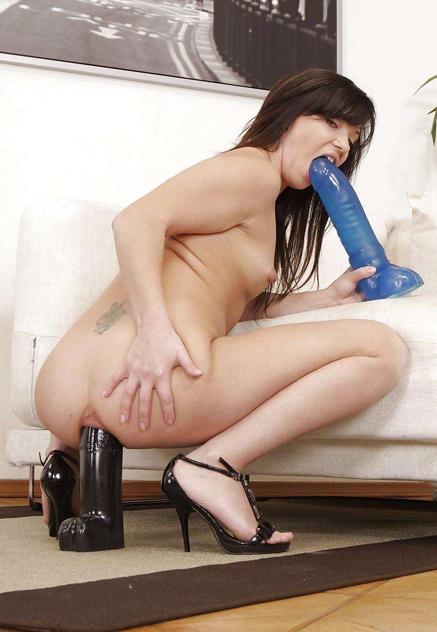 Mellie d fucked by dildo
