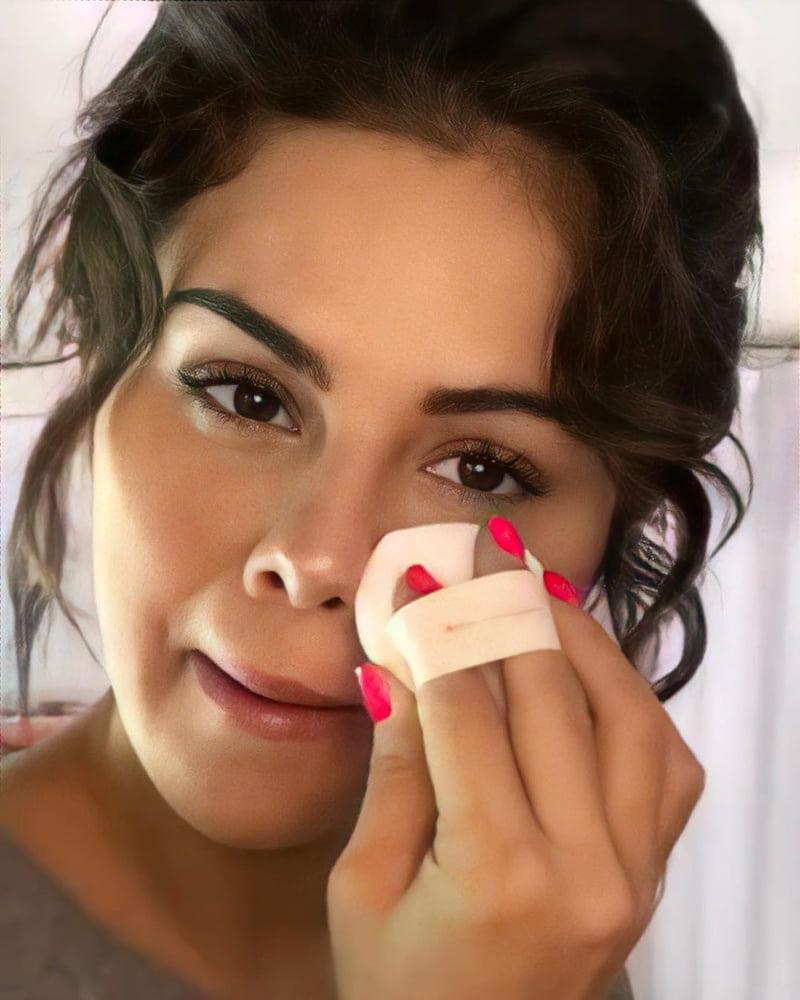 SELENA GOMEZ ... LOOK AT THIS BEAUTIFUL FUCK !!!
