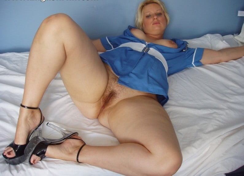 Gorgeous Milf From UK - 10 Pics