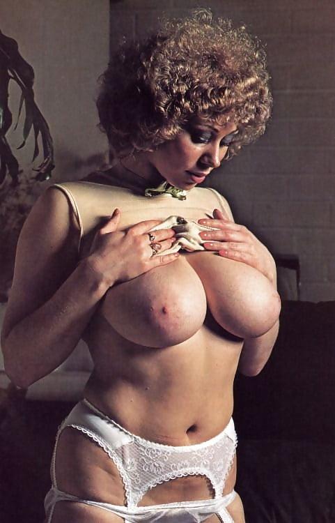 free-pics-retro-big-tits
