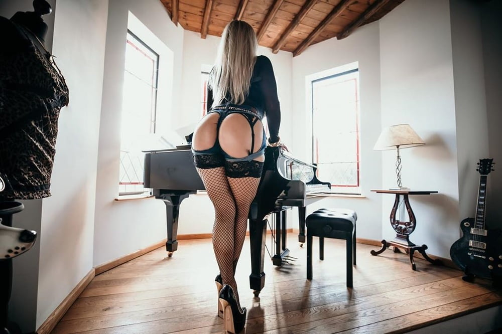 Wirral escorts, top sexy escort agency in the wirral, outcall now