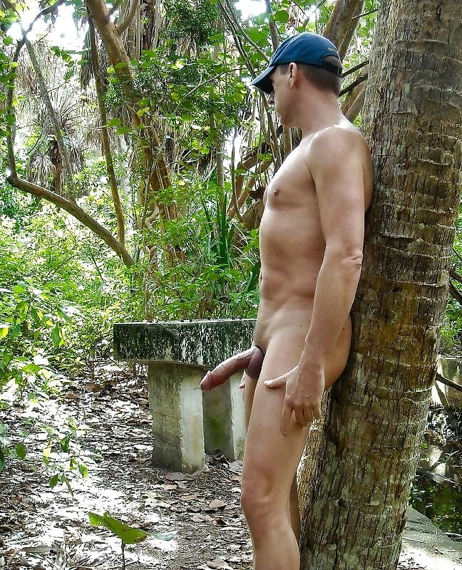 pics-naked-guys-peeing