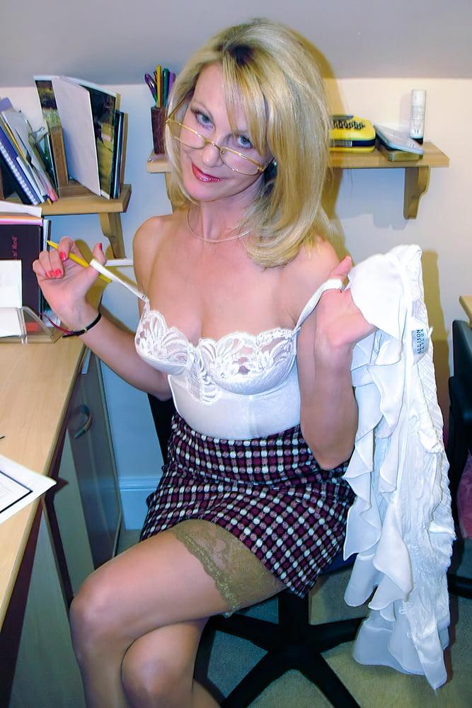 Charming British Lady #3 (15+ years ago) - 30 Pics