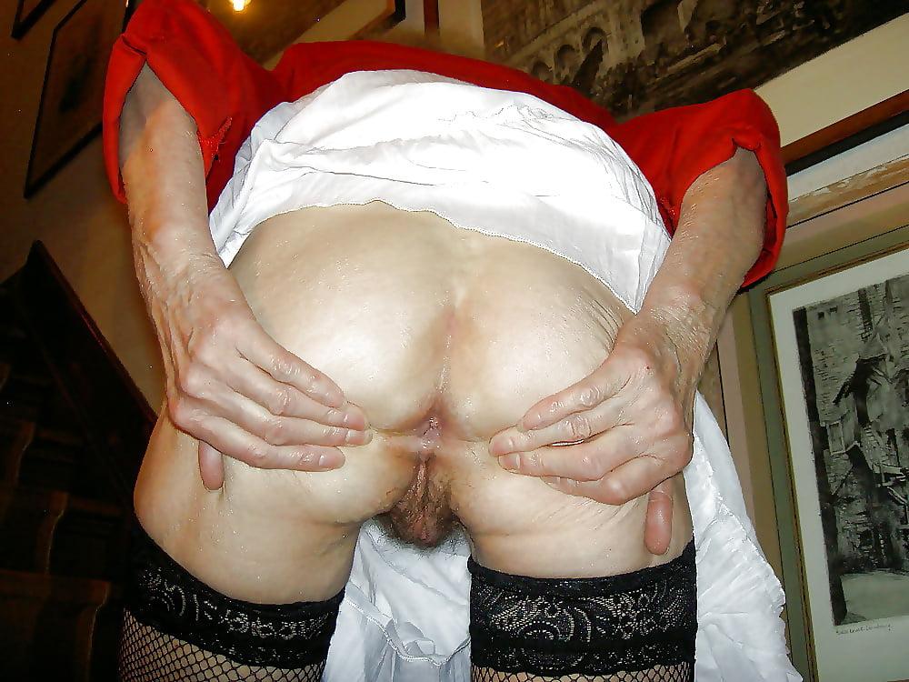 Фото пенсионерка демонстрирует свою жопу и пизду, анальный секс королевский минет