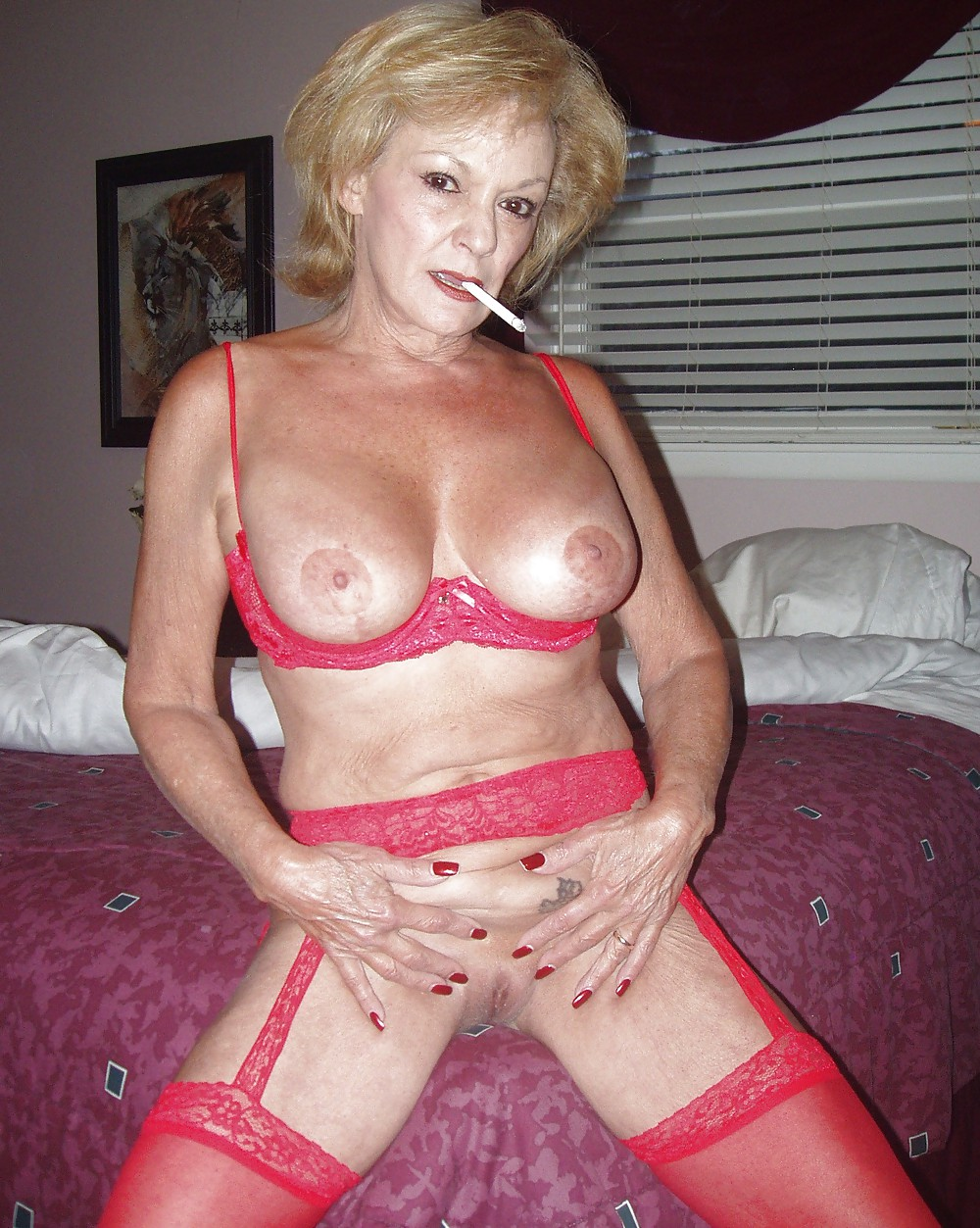 mature-smoking-sex-free