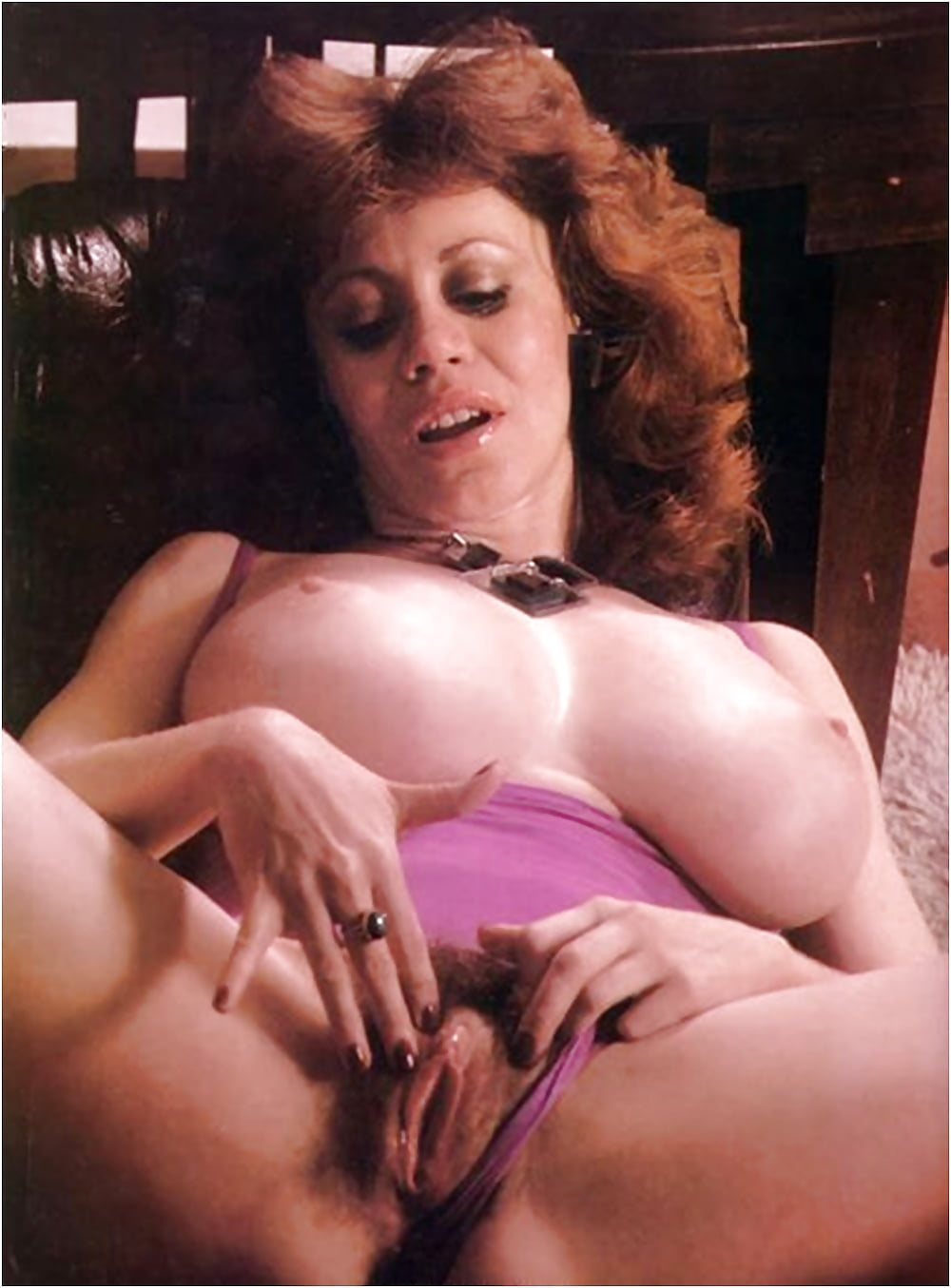 kitten-natividad-with-a-shaved-pussy