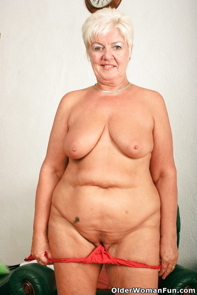 Year Old Grandma Sandie From Olderwomanfun Xhams Voyeurweb 1