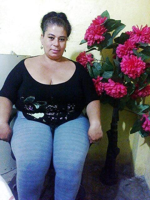 Ecuatoriana 33 years sacando leche de los senos - 2 2
