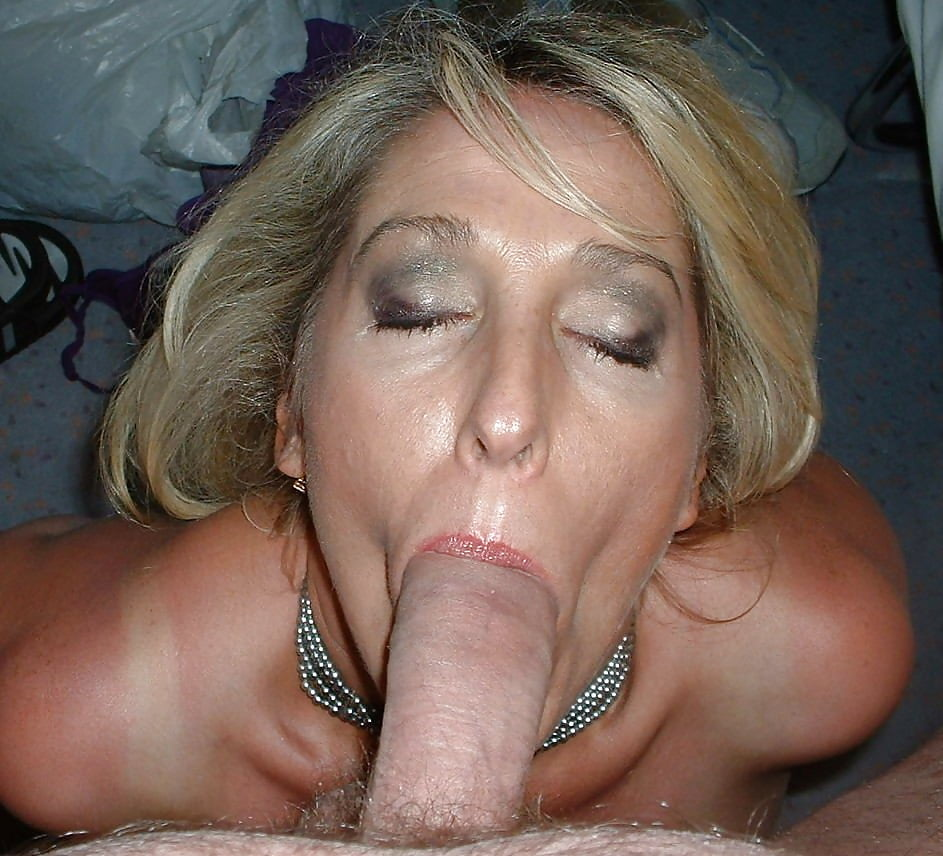 Middle aged woman blowjob — pic 3