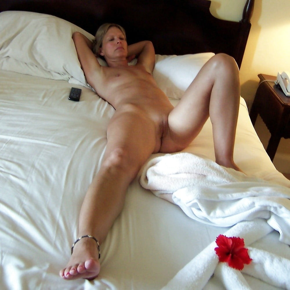 Sexy wife bedroom naked