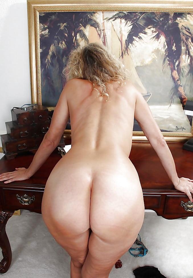 adult-women-nude-ass