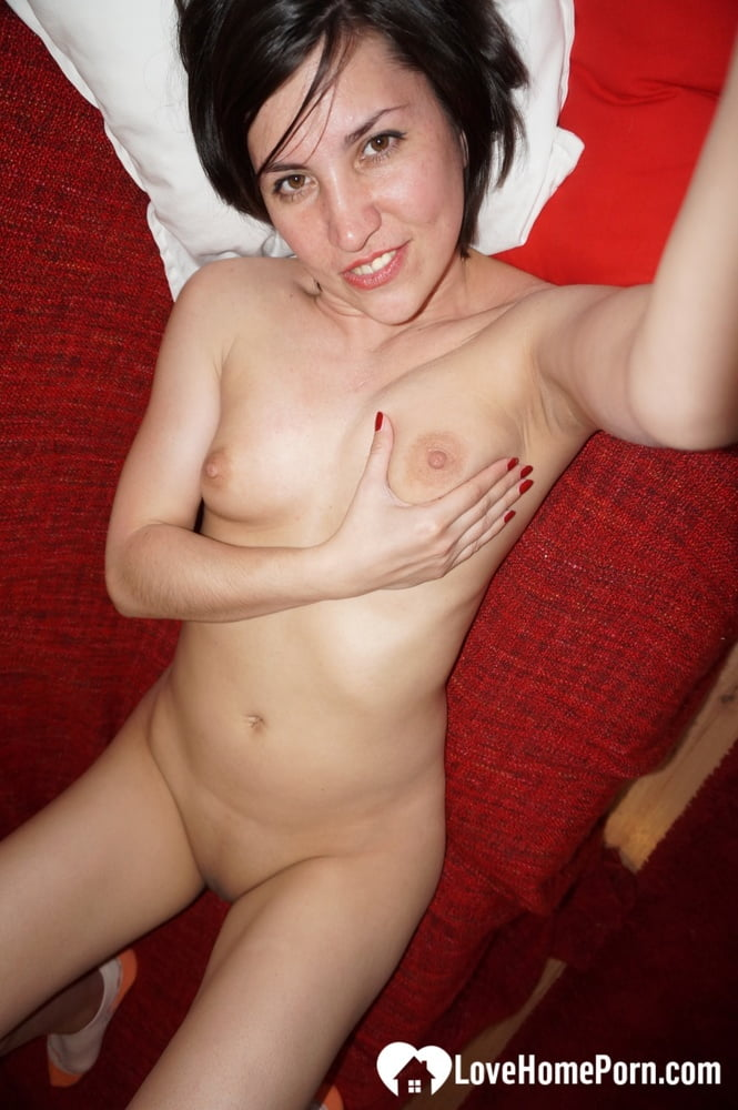 Ex-girlfriend sent me this amazing set of nudes - 12 Pics