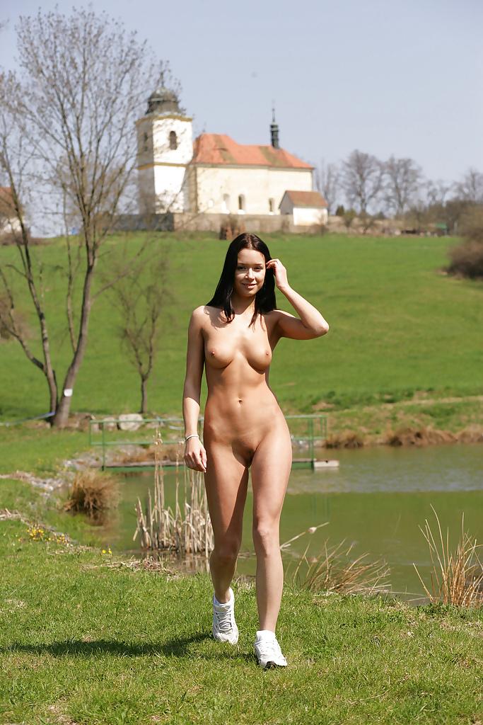 голые женщины бегают фото - 8