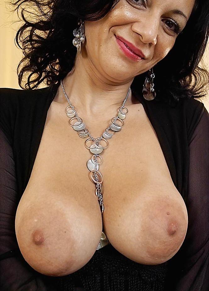 sexy-nude-arab-milf