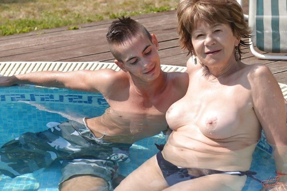 Sexy Mom Nude Photo