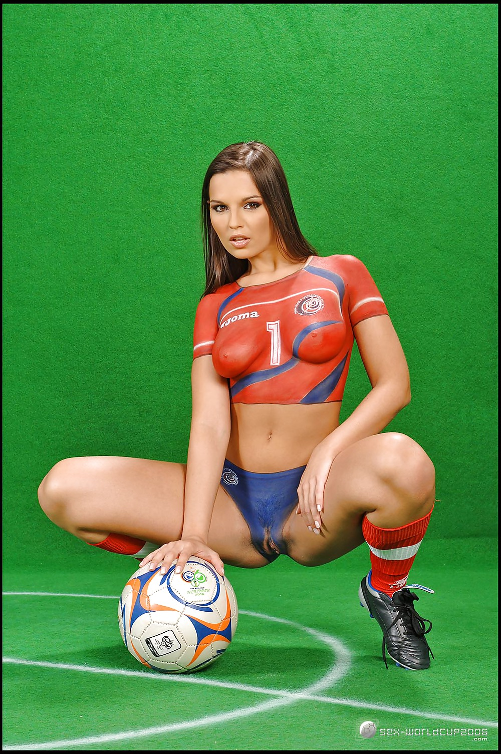 girl-with-football-in-pussy