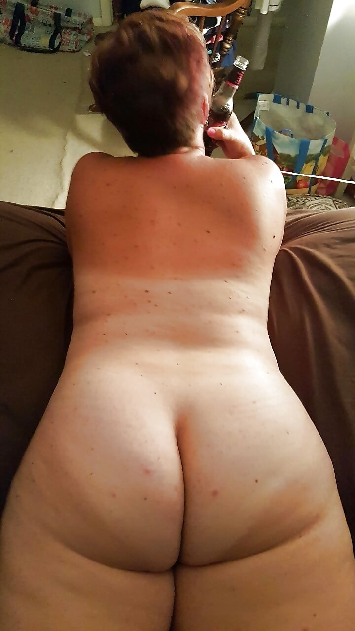 Poopy butt naked women — img 13