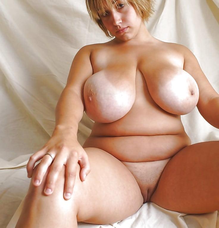женщины полные голые с большими грудью левой, другая