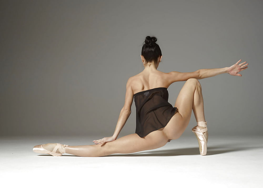 ballet-naked-vagina
