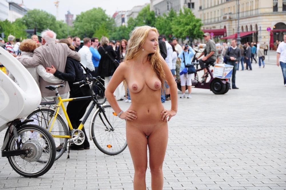 real-nude-in-public-free-sapphic-erotica-pics