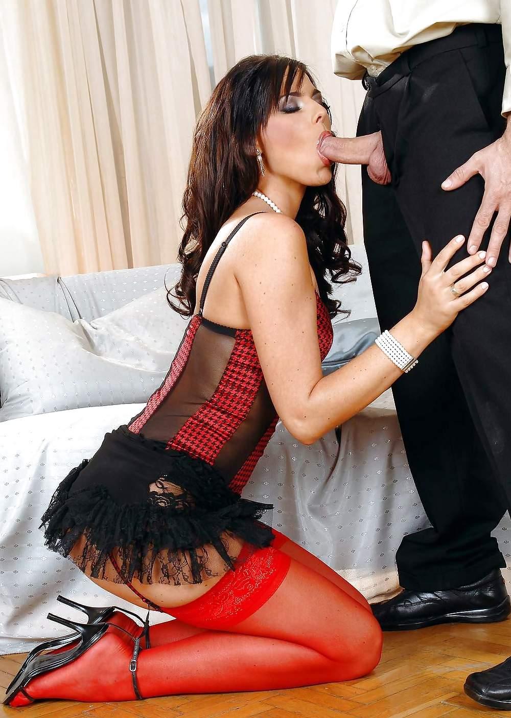 порно в красно черном платье любимой