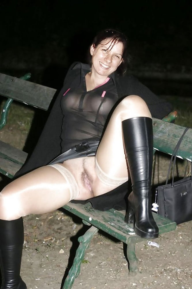 wife-flashing-naked-in-sexy-boots