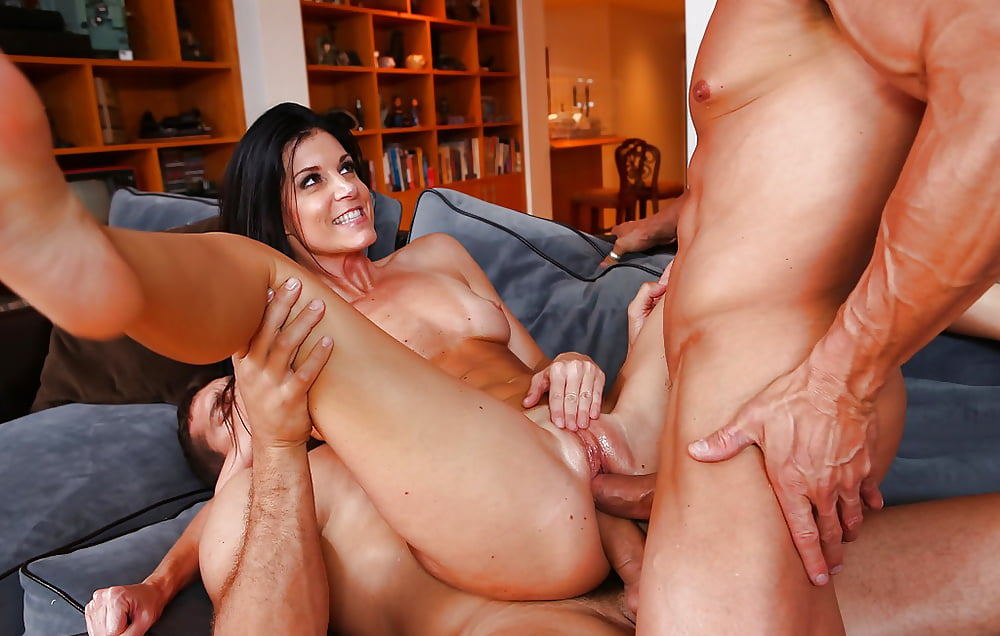 Milf penetrated in both holes with fingers