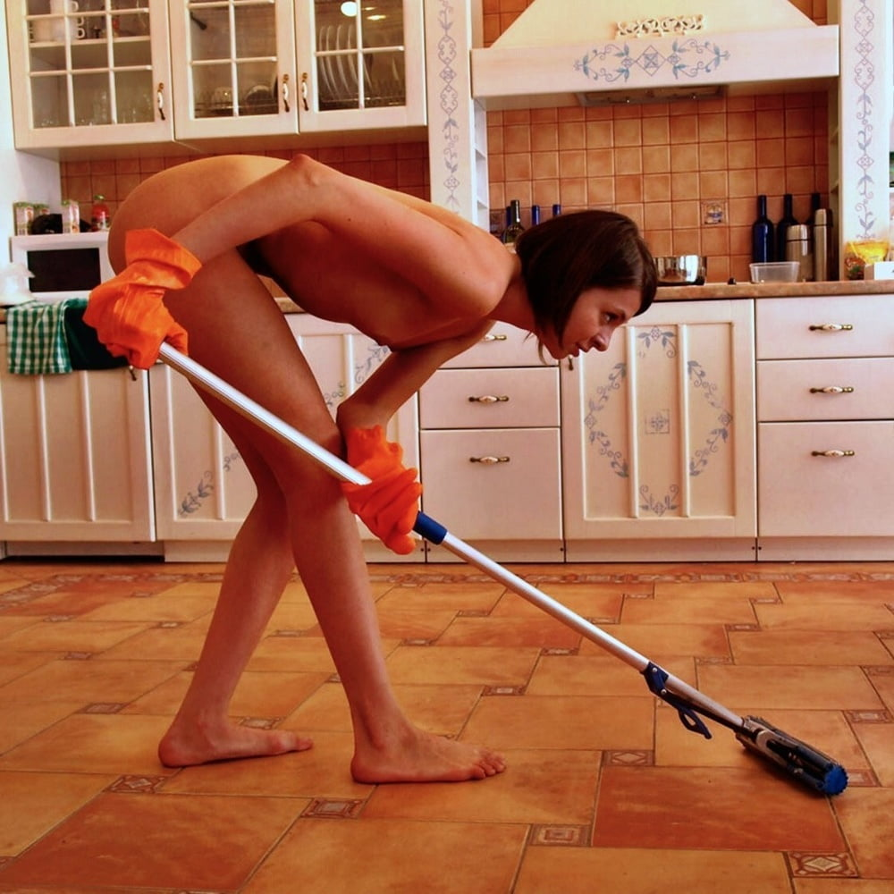 men-cleaning-in-the-nude