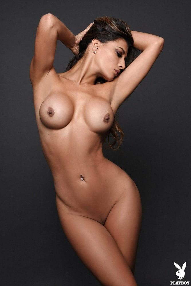 Perfect boobs x43 - 29 Pics