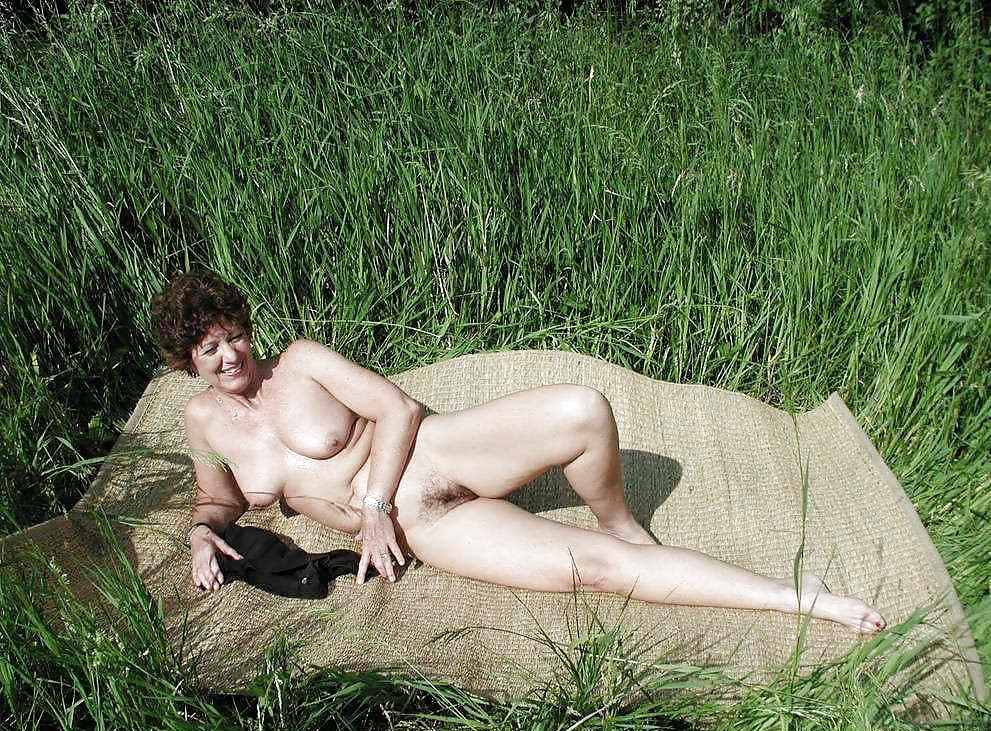 тому секс русской зрелой женщины на речке на природе чтобы просто так