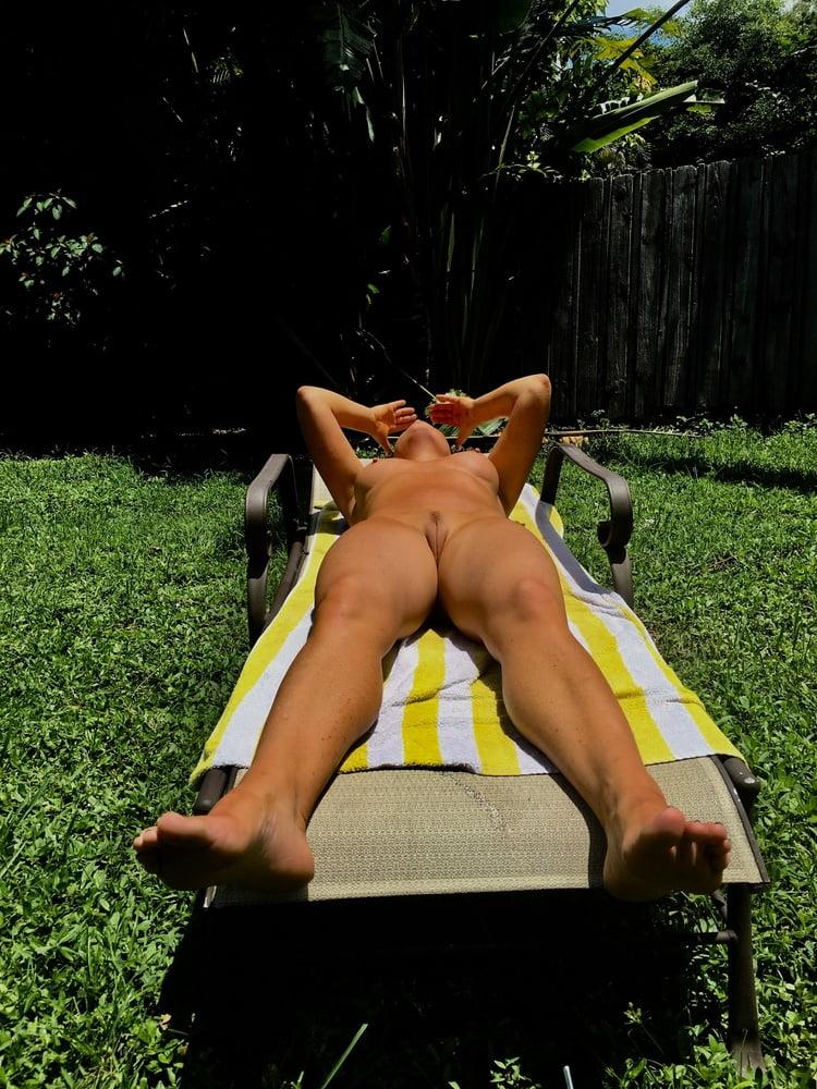 Naked females outside-6678