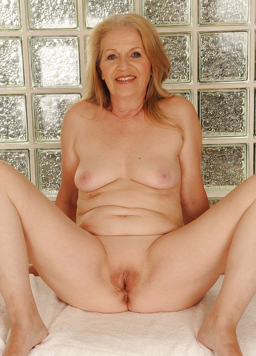 Nude mature pussy picture thumbs