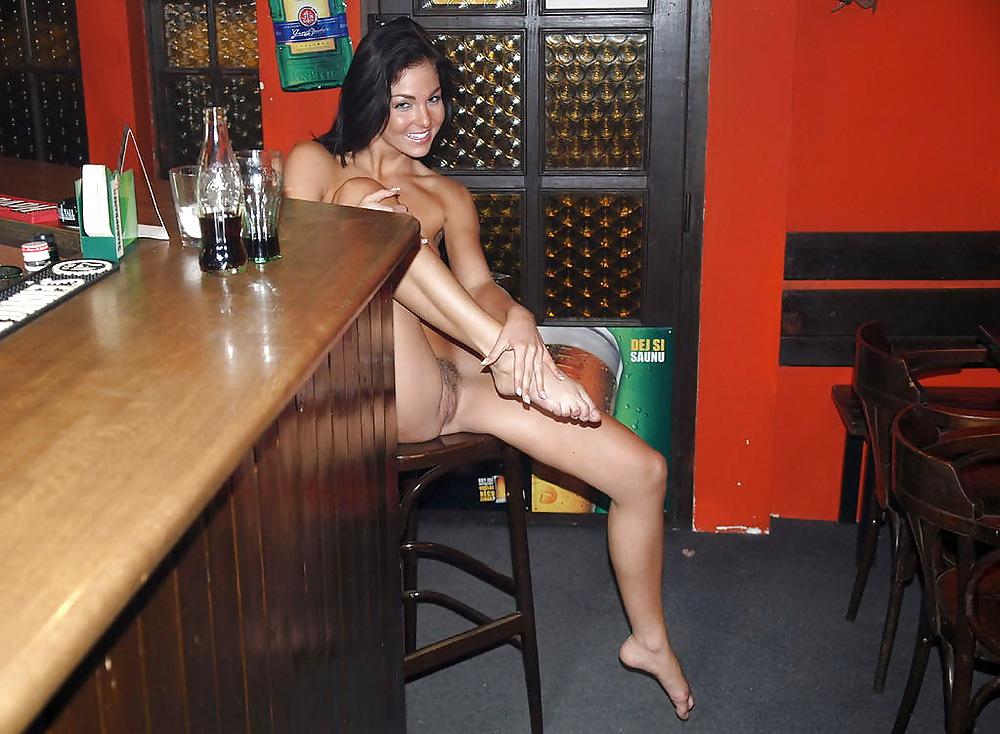 Девка в баре без трусов, моя жена шлюшка фото