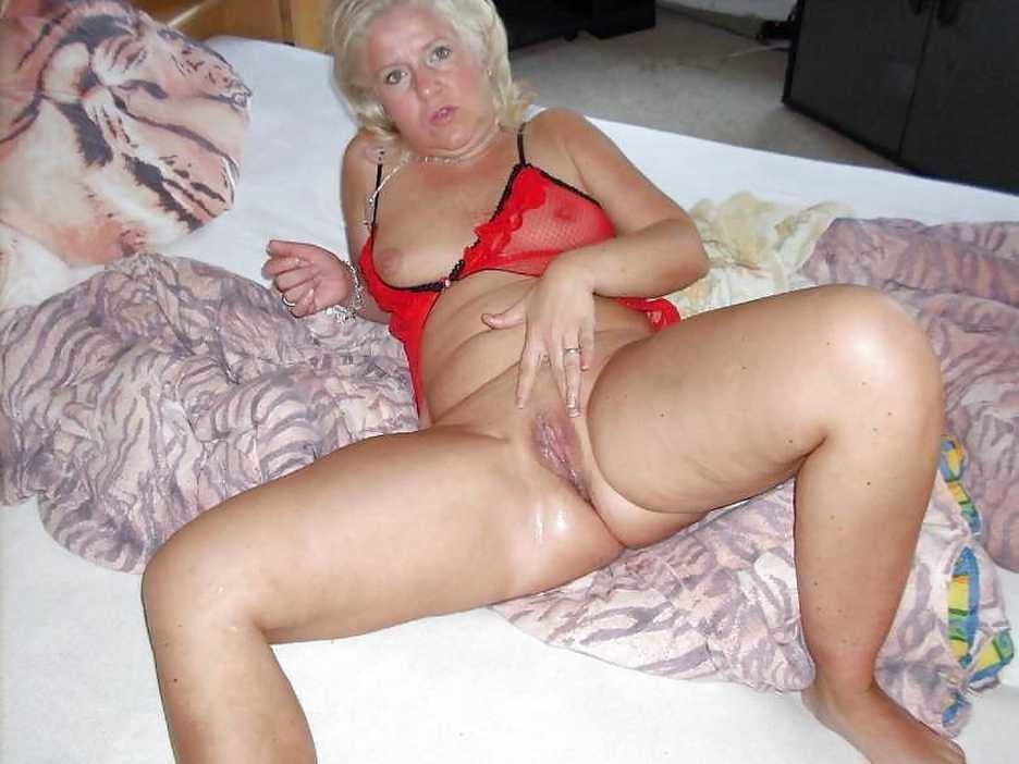 From MILF to GILF with Matures in between 273 - 485 Pics