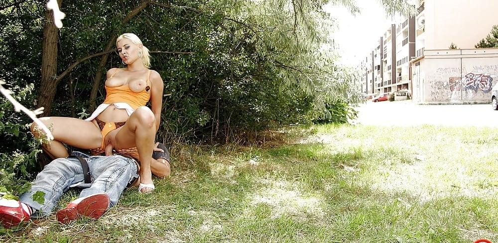 поставил секс голых женщин на улицах того нашем сайте