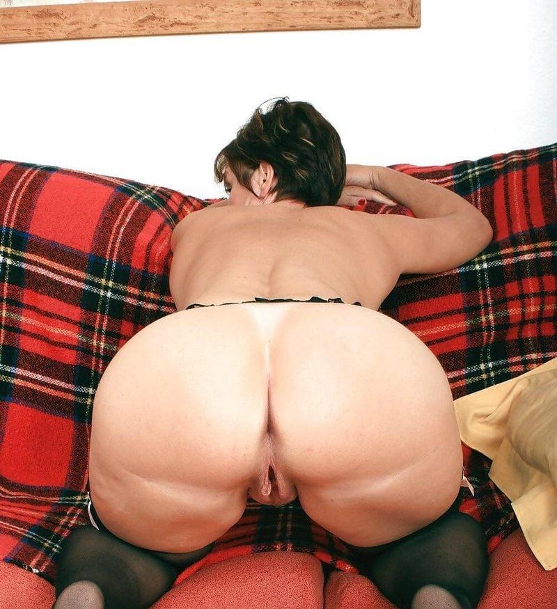 Milf big booty pic
