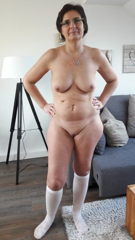 Wide hips naked and mature geek porno inside