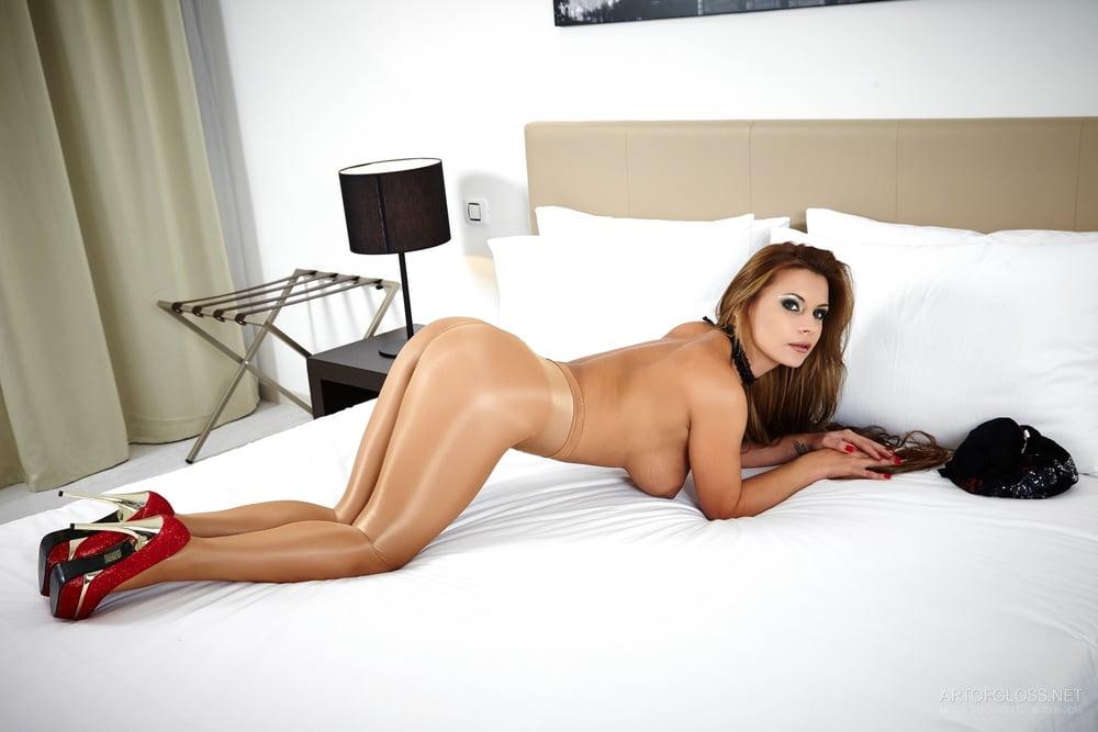 Hot girls in pantyhose pics