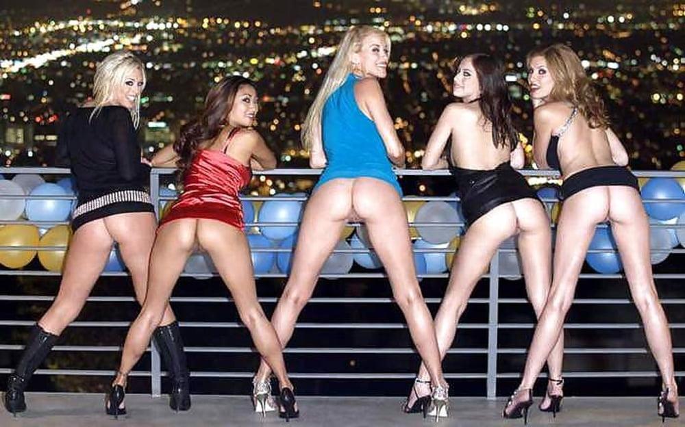 видео девушек без трусиков в ночных клубах