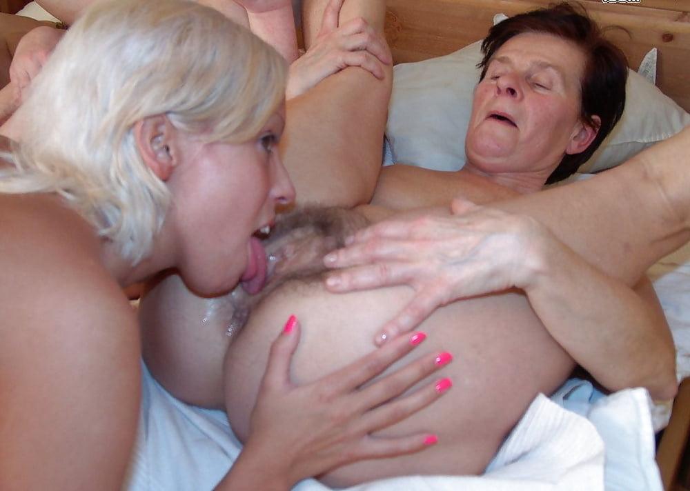 Порно отлизала жопу у старика