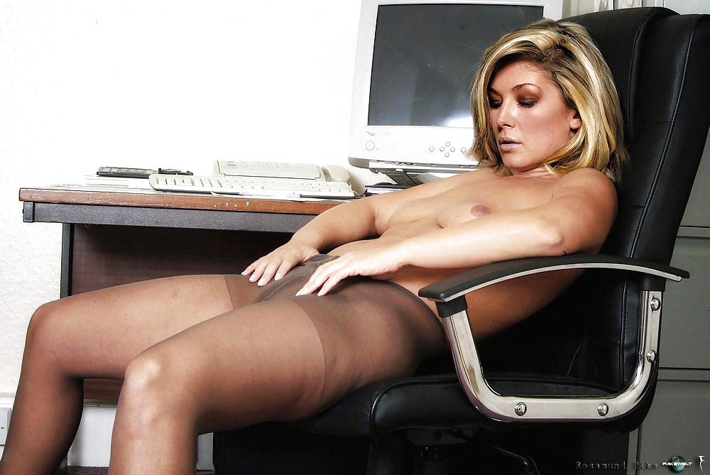 Rosamund Pike Nude Pics