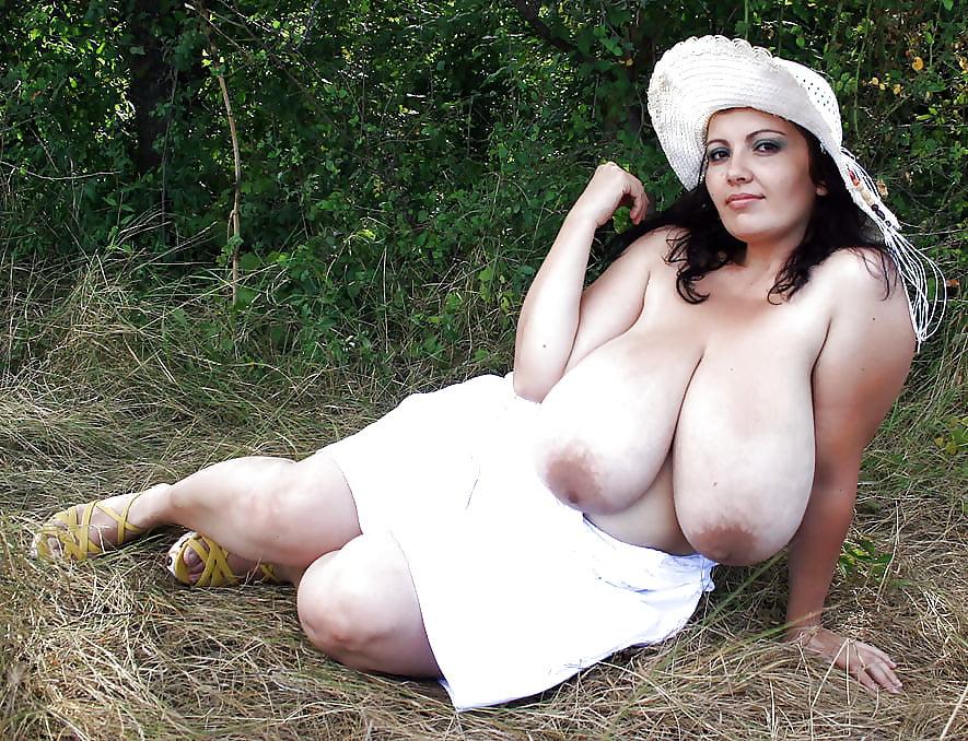 Девушки с очень большой грудью лесбиянки онлайн показывают
