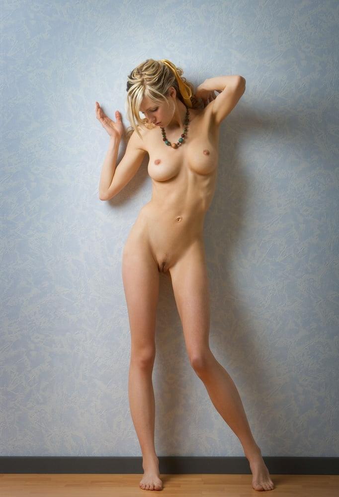 Онлайн пиздолизы стоящая жена ню галерея фото посмотреть