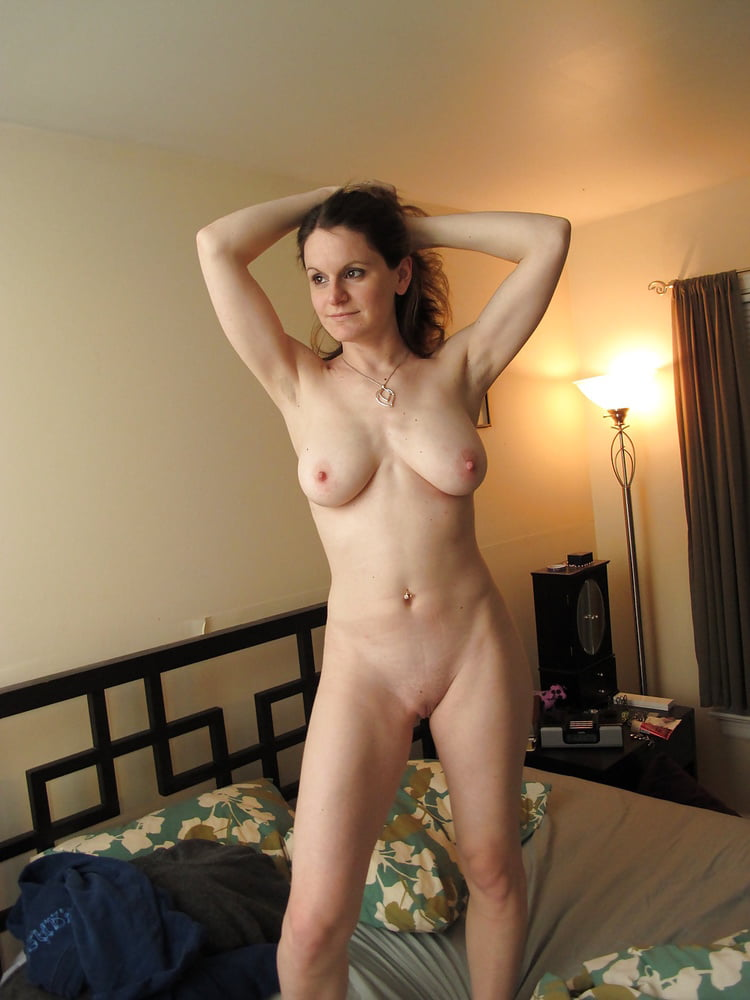 Mature Mother Poses Nude On Cam