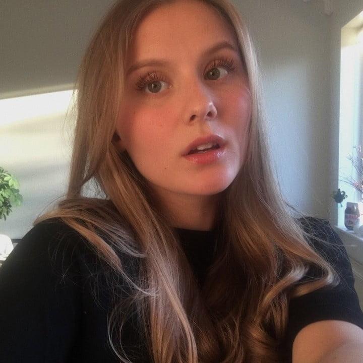 Hot Emily - 18 Pics